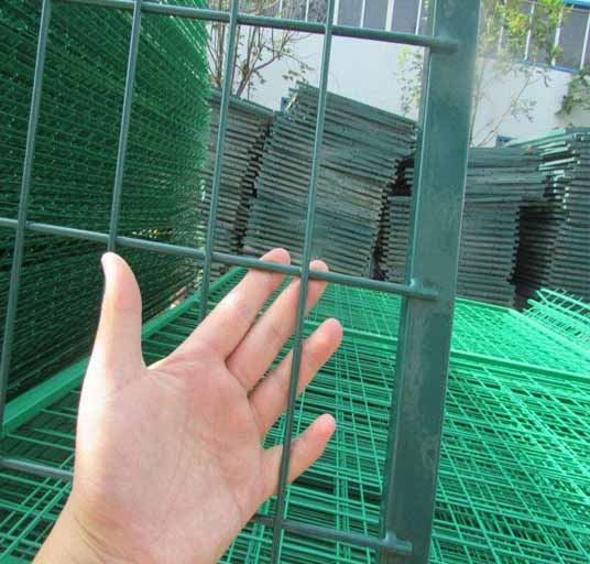 home-garden-welded-wire-mesh-fence